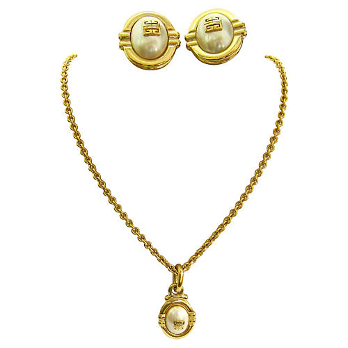Givenchy Signature Pearl Necklace Suite