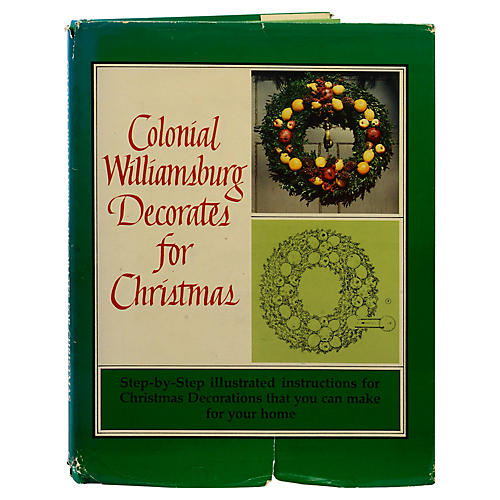 Col. Williamsburg Decorates Christmas