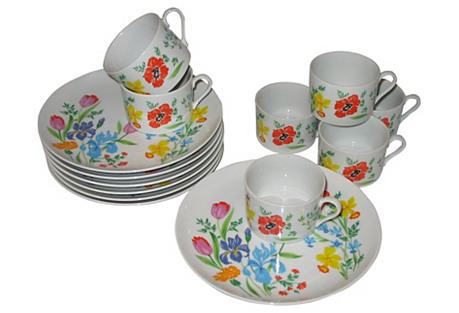 Dorothy Thorpe  Plates & Cups, 14 Pcs.