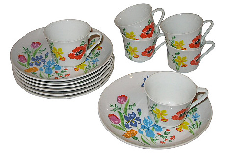 Dorothy Thorpe Plates & Cups, 13 Pcs.