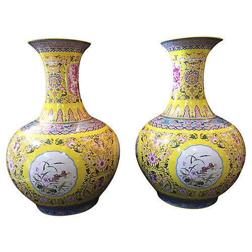 Famille Jaune Vases, Pair