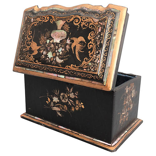 Antique Chinoiserie Papier-Mâché Box
