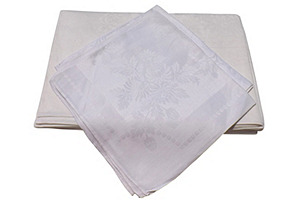 Damask Tablecloth & 8 Napkins