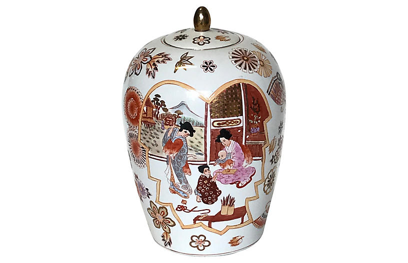 Chinese Porcelain Hand-Painted Urn